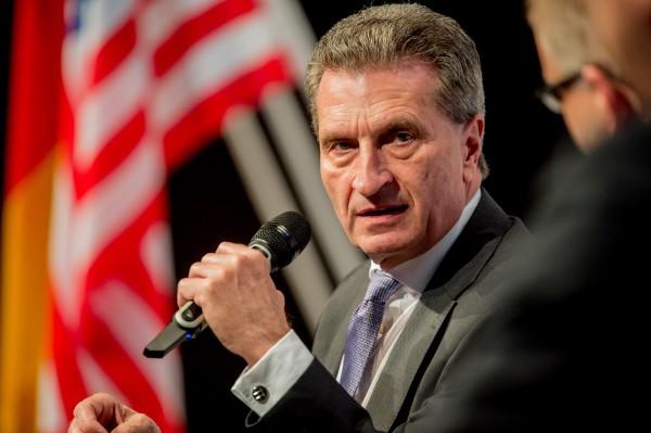 EU-Kommissar Günther Oettinger möchte eine europaweite Industriestrategie im Bereich Industrie 4.0 aufstellen.