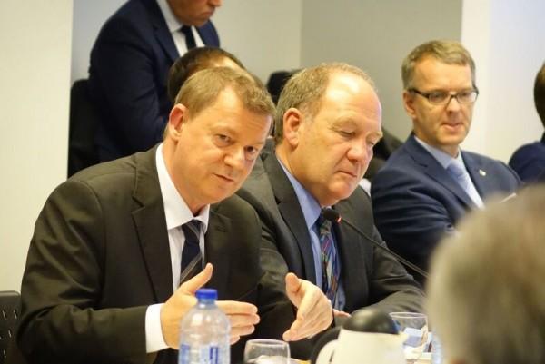 Markus Pieper, MdEP, mit Hans-Toni Junius (r.)
