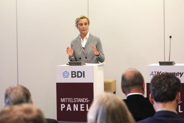 BDI-Vizepräsidentin Ingeborg Neumann stellte das Mittelstandspanel 2016 vor.