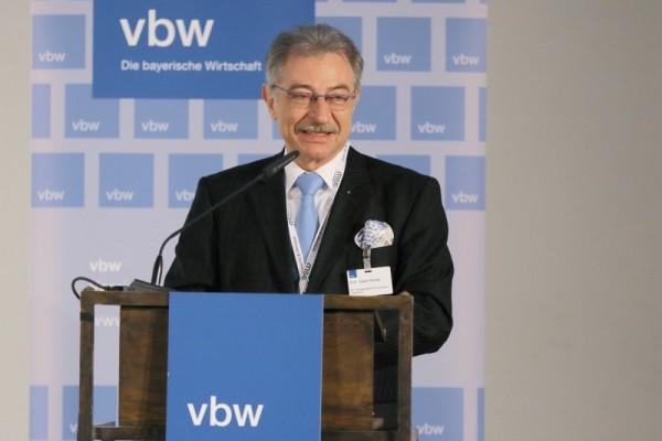 BDI-Präsident Dieter Kempf setzt sich für eine Weiterentwicklung der deutschen Sicherheits- und Verteidigungspolitik ein