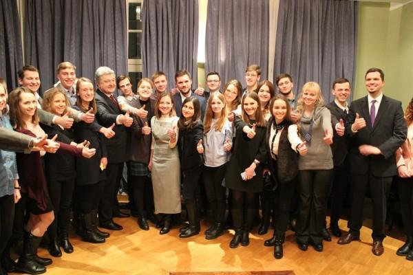 Stipendiaten des Jahrgangs 2017 trafen den ukrainischen Präsidenten Petro Poroschenko, während der Einführungswoche in Berlin.