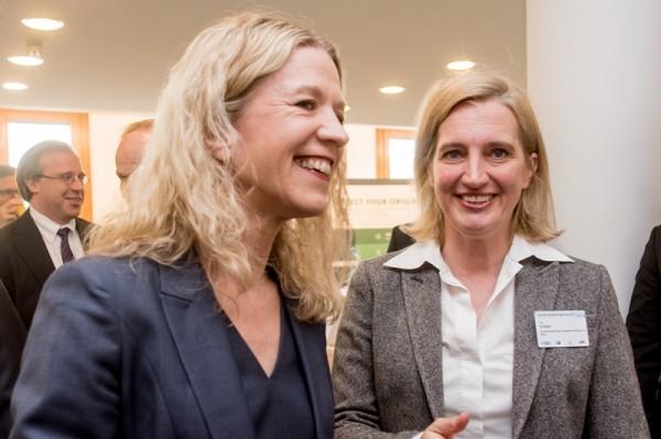 Christiane Wirtz, Staatssekretärin, Bundesministerium der Justiz und für Verbraucherschutz mit Iris Plöger, Mitglied der BDI-Hauptgeschäftsführung (v. l.)