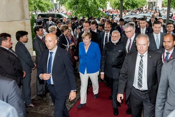 Bundeskanzlerin Angela Merkel, der indische Premierminister Narendra Modi und APA-Vorsitzender Hubert Lienhard beim Indo-German Business Summit 2017