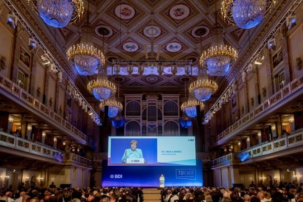 Bundeskanzlerin Angela Merkel auf dem Tag der Deutschen Industrie im Konzerthaus Berlin