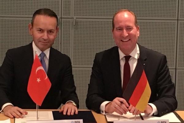 TÜSIAD-Generalsekretär Bahadır Kaleağası mit dem BDI-Hauptgeschäftsführer Joachim Lang