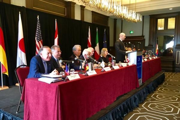 Im Vordergrund: Pierre Gattaz, Präsident MEDEF; BDI-Präsident Dieter Kempf; Sadayuki Sakakibara vom Japanischen Wirtschaftsverband Keidanren  (v. links)
