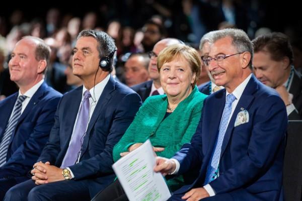BDI-Präsident Dieter Kempf, Bundeskanzlerin Angela Merkel, Generaldirektor der Welthandelsorganisation Roberto Azevêdo, BDI-Hauptgeschäftsführer Joachim Lang v. r.