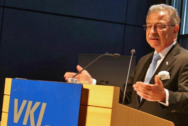 BDI-Präsident Dieter Kempf bei der Mitgliederversammlung des Verbands der Keramischen Industrie